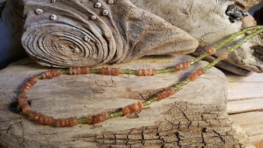 Saules akmens krelles 7 mm. Garums 45 cm.