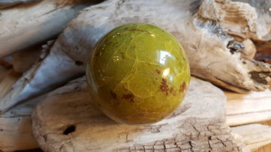 """Zaļa opāla lode """"Brīnumainā"""" Izmērs 7.5 cm Ar dabīgiem iekļāvumiem un švīkām"""