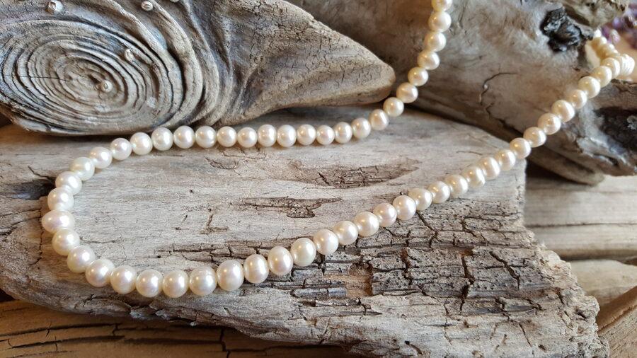 """Klasiska pērļu virtene """"Skaistule"""" Garums 52 cm + ķēdīte pagarināšanai"""