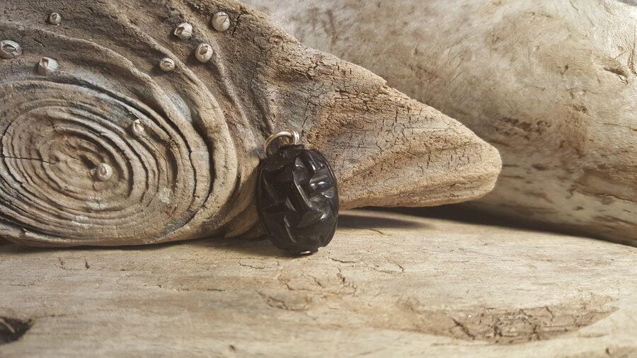 Oniksa kulons, gravēts 2.6 x 1.6 cm