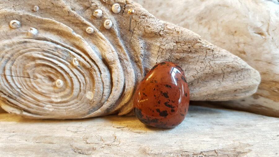 Mahagoni obsidiāna kulons 2.5 x 2 cm.  Zodiaks Vēzis Skorpions Mēžāzis Strēlnieks