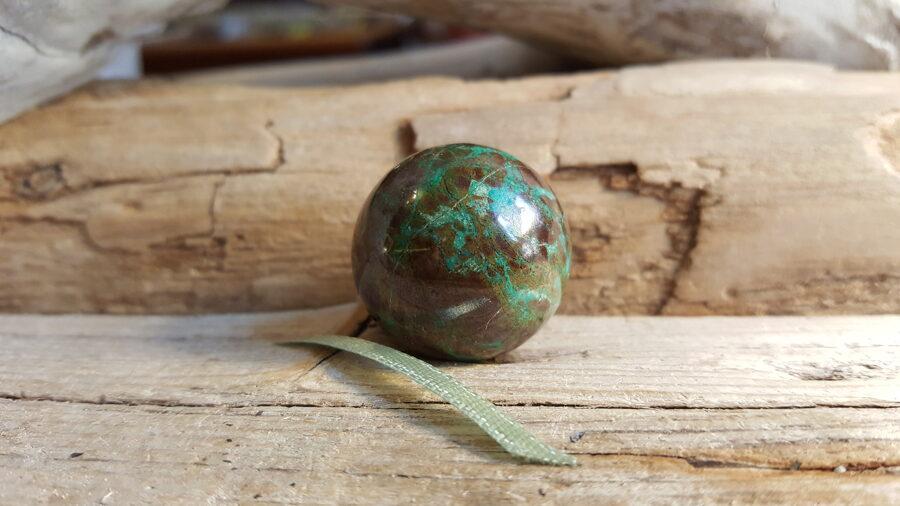 Hrizokolas lode, extra. Izmērs 2.5cm No Peru Gaiši zaļa bantīte