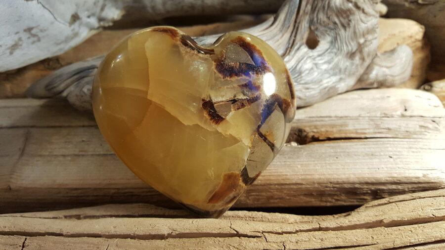 """Liela septārijas sirds """"Antidepresants"""" Izmērs 7.5 x 7 cm Ar dabīgām plaisām - tāda ir akmens struktūra Rets minerālis No Madagaskaras"""