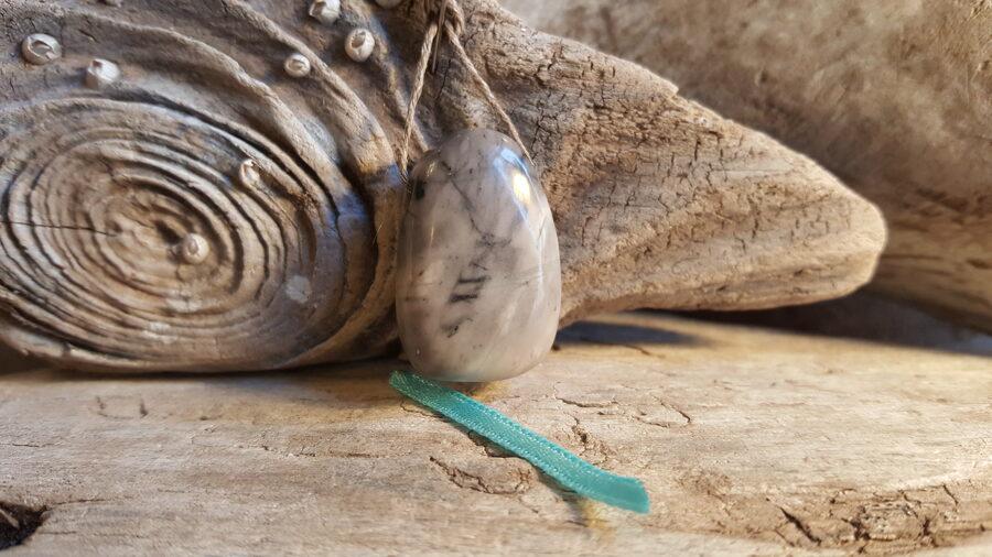 Marmora kulons nr 3. Izmērs 3 x 2 cm Zila bantīte