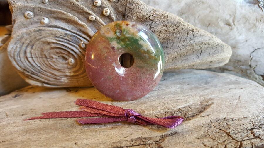 Jašmas kulons - aplis Izmērs 4 cm Lillā bantīte