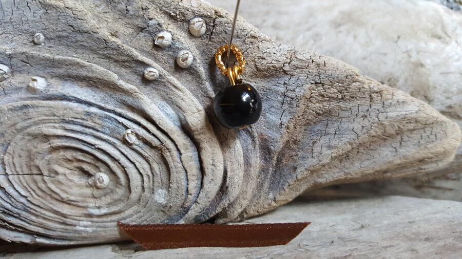 """Obsidiāna kulons """"Apaļais"""" nr 1. Izmērs 1 cm Brūna bantīte Zelta krāsas metāls"""