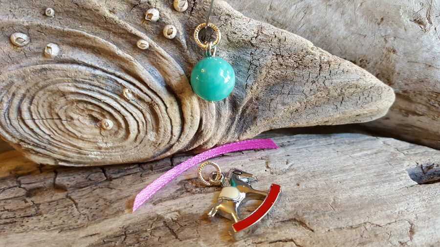 """Amazonīta kulons """"Ikdienas prieks"""" nr 2. ar zirdziņu 12 mm bumbiņa Rozā bantīte"""