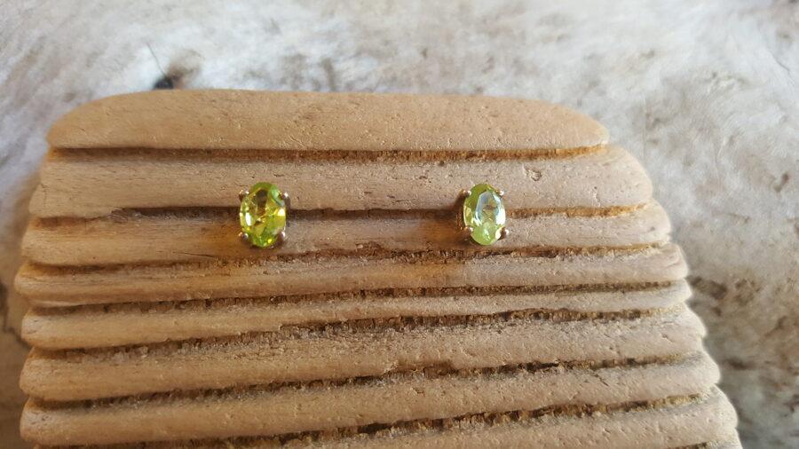 """Peridota auskari-nagliņas """"Prieks"""" Izmērs 0.7 x 0.5 cm"""