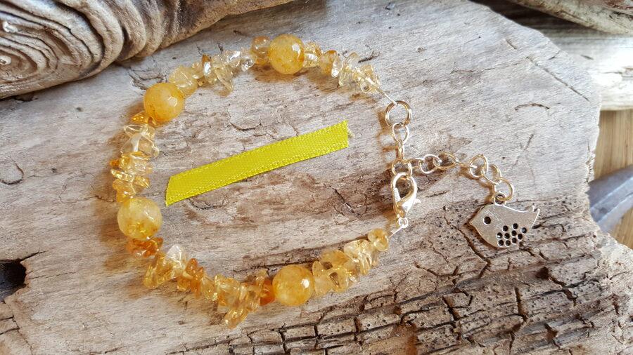 """Citrīna rokassprādze """"Vienmēr smaidīt"""" nr 2. ar putniņu Izmērs 16.5 cm + ķēdīte Sudraba krāsas metāls Dzeltena bantīte"""