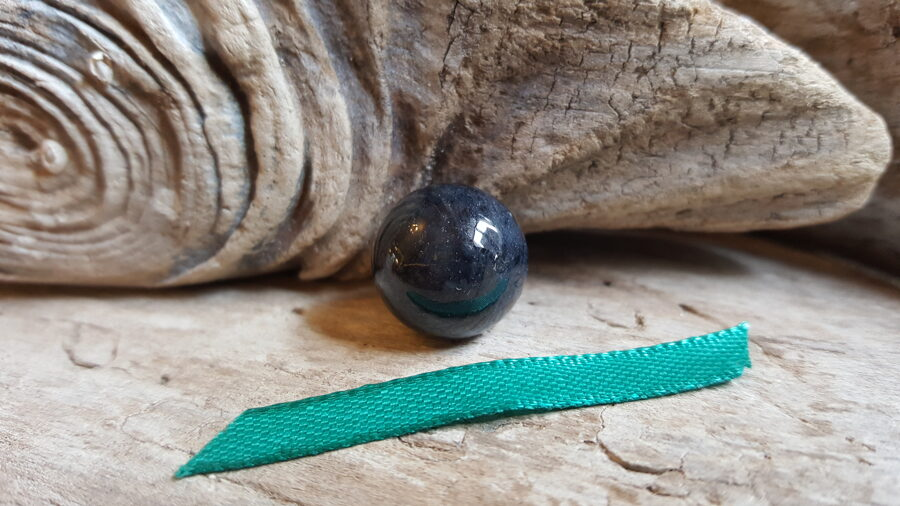"""Dumorterīta lode """"Maziņā"""" nr 2.  Izmērs 1.5 cm Zaļa bantīte"""