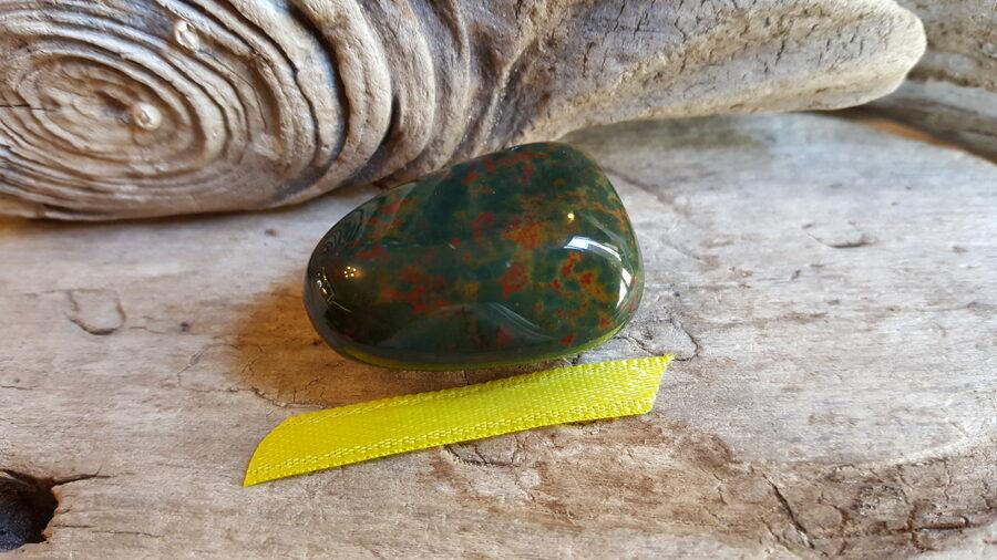 """Heliotropa olis """"Stabilitāte"""" nr 1. Izmērs 3.5 x 2.5 x 1 cm Dzeltena bantīte"""