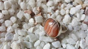 Karneola gredzens Nr 2, 19.5 izmērs. Karneols 2cm. sudraba krāsas ietvars. Zodiaks Jaunava Dvīņi Vēzis Auns Lauva