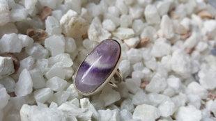 Ūdensvīra potenciāla akmens - Ametista gredzens 17izmērs. Ametists 2.4x1.2cm. Sudraba krāsas ietvars..