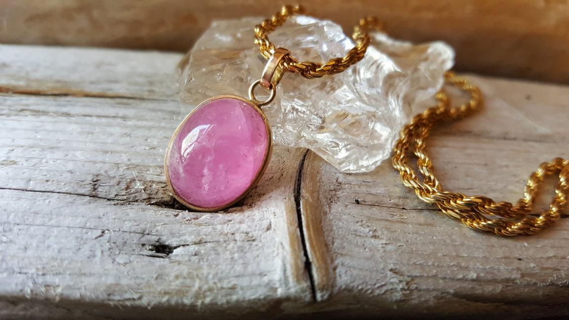 Dvīņu talismans - Rozā turmalīna ( Baikāls, Šerlova gora) kulons zelta ietvarā. 1.7 x 1.3 cm. Sudraba ķēde apzeltīta 45cm.