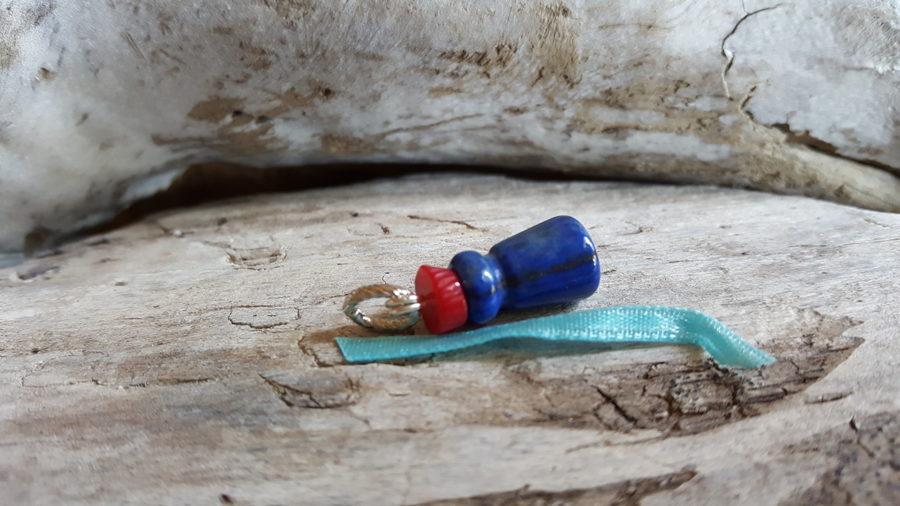 """Lazurīta kulons """"Stiprais"""" ar koraļļu cepurīti Izmērs 2 x 1 cm Gaiši zila bantīte"""