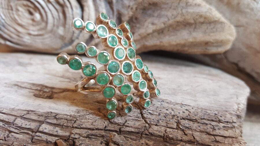 """Smaragda gredzens """"Saticība"""" sudrabā Izmērs apmēram 17.1"""