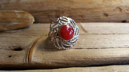 Sarkana koraļļa gredzens Izmērs 7.5 Korallis krāsots Sudrabs 925