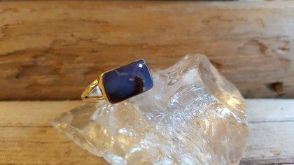 Zila opāla gredzens sudrabā. Gredzena izmērs ir 8. Vēlams uzlaikot veikalā
