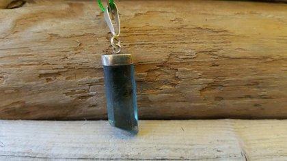 Fluorīta kulons, zils sudrabā nr 1. Pakistāna. Zivs Ūdensvīrs Mežāzis. Izmērs 2.5 x 1 cm