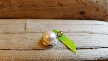 Kulons no dabīgas pērles sudrabā nr 1. Izmērs 1.4 cm. Zodiaks Vēzis Zivis