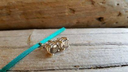 Slīpēti Dūmkvarca auskari-nagliņas. Izmērs 0.7 x 0.6 cm.  Der zodiakiem Vērsis Skorpions Strēlnieks Mežāzis