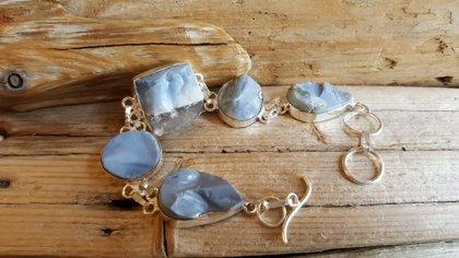 """Zila opāla rokassprādze """"Sapnis"""" ar  neapstrādāta opāla gabaliem Sudraba pārklājums"""