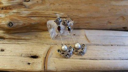 """Granāta auskari ar pērlēm """"Pārticība"""" Nagliņa Izmērs 4.5 x 2 cm"""